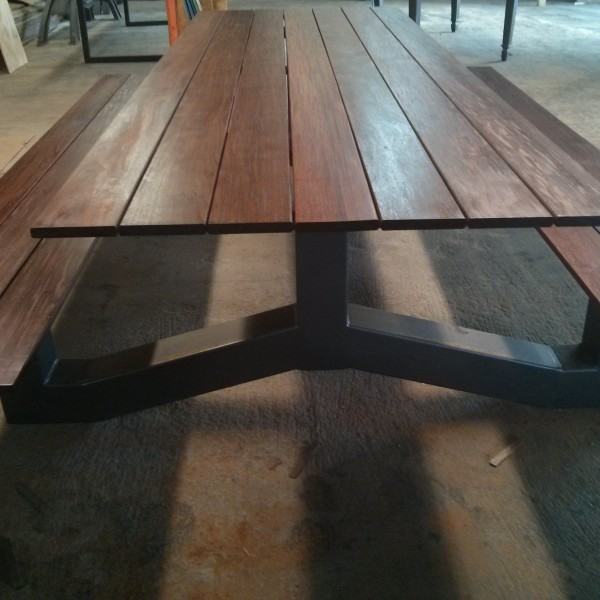 products_outdoor_modern_industrial_style_ipe_picnic_table3